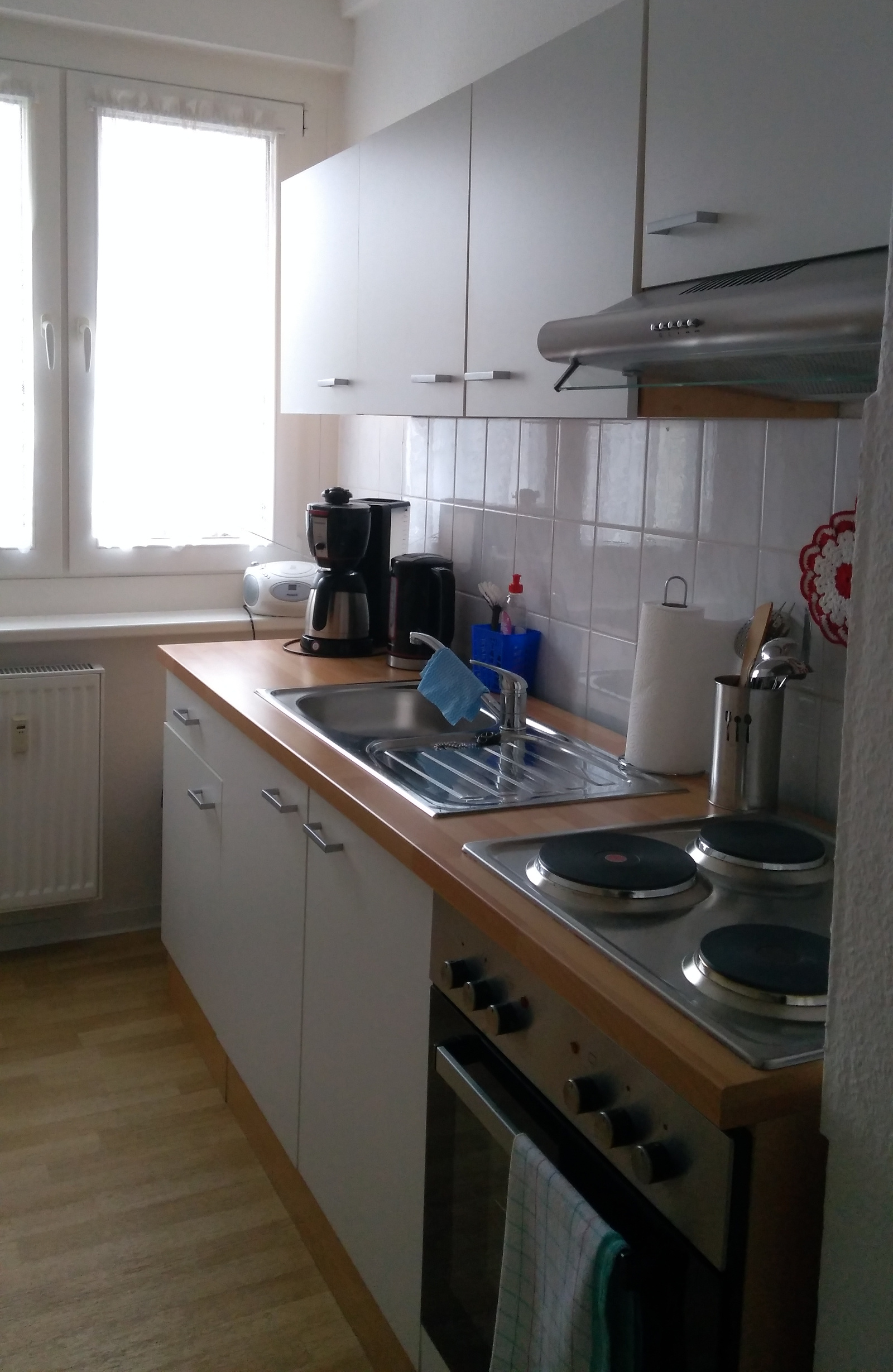 komplett eingerichtete Küche ...